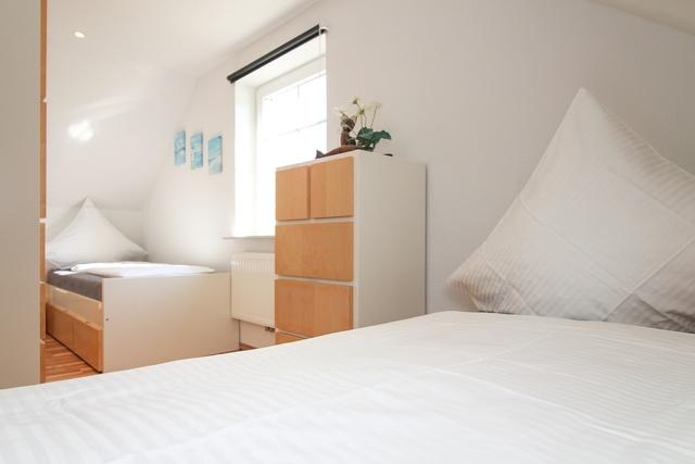 Schlafraum 3 mit zwei Einzelbetten