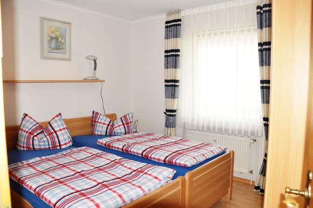 Schlafzimmer 46-1