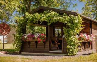 Ferienwohnung Erlwein Gartenhaus mit Sitzbank