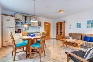 ZI_Ostseequartett - Wohnung Ostseetraum Wohnzimmer mit Küche