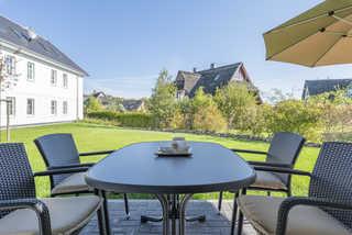Haus Dünenrose WE 02 Ostseebrise Terrasse mit Garten