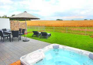 Luxus-Ferien-VILLA EASY LIVING Eigener Außenwhirlpool im Garten (ganzjährig 38...