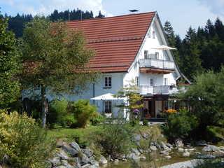 Ferienwohnungen Garhammer, Kreuth-Glashütte Haus mit Garten