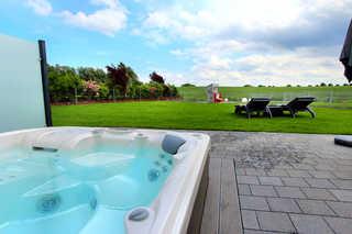 Luxus-Ferien-VILLA PACE Eigener Außenwhirlpool (ganzjährig 38 °C) im Ga...