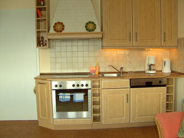 3-R-Whg, Küche (Spülm., gr. Kühlschr., 4-Fl-Herd)