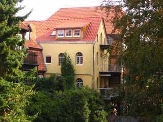Ferienwohnung Stade Altstadt Rückansicht auf die Wohnung mit Balkon im Dachg...