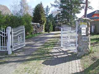 Haus Morgenstern ***** F403 mit großem Garten Haus Morgenstern im Ostseebad Baabe - Einfahrt