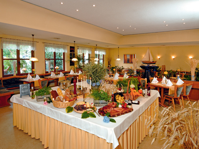 Restaurant und Café mit Terrasse