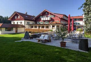 Natur Landhaus Krone Gartenterrasse Naturhotel Krone mit Biergarten