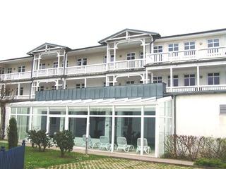 Haus Strandeck - Ferienwohnung 46039 Rückansicht vom Haus mit Pool- und Saunabereich