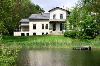 Gutshaus Bartelshagen Blick über den Teich
