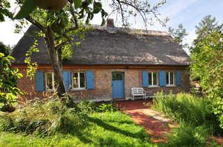 Historisches Reetdachhaus mit Bauwagen und großem Obstgarten Ferienhaus
