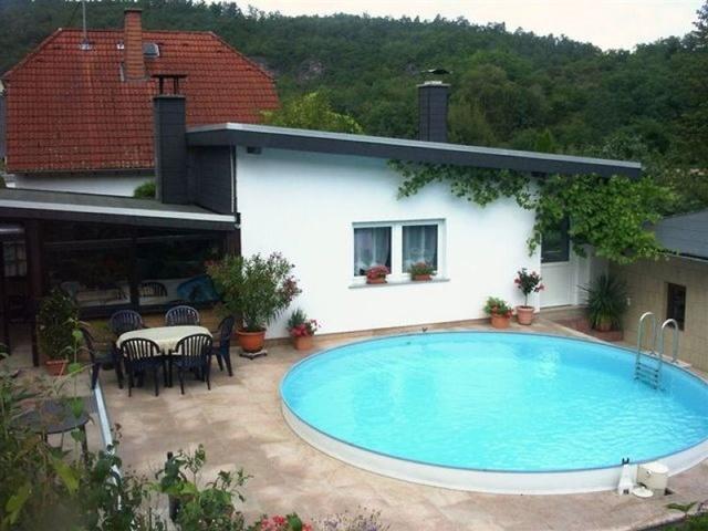 Ferienhaus Ritter Außenansicht mit Swimmingpool