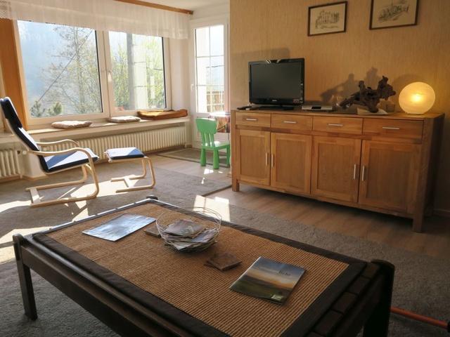 Wohnzimmer Obergeschoß mit Blick auf Balkontür