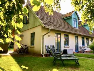 Strandperlen Weidenhof 8 A Blick auf die Terrasse der Ferienwohnung Weiden...