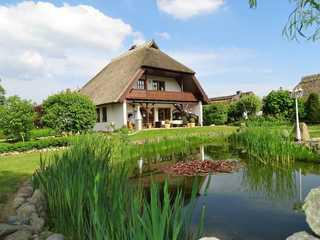 Land FeWo am Teich- Reet gedeckt/Ostseenah /bei Binz Ferienwohnung oben
