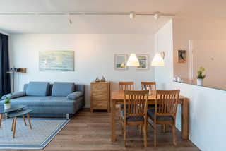 Ferienwohnung Pier 1167 Ferienwohnung Pier 1167 Wohnzimmer mit Esstisc...