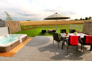 Luxus-Ferienhaus CASA OASIS Außenwhirlpool (ganzjährig 38 ° C warm), Südter...