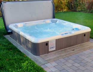 HAUS TRAKEHNEN / EG-Fewo Hauseigener Außenwhirlpool (ganzjährig 38 °C)