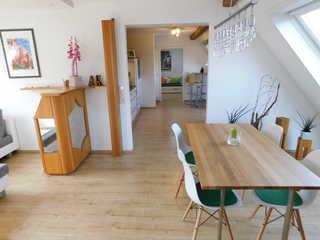 Trudis Ferienwohnung Im Essbereich mit Blick in die offene Küche