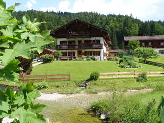 Ferienwohnung Sennhofer, Kreuth-Glashütte Haus Sennhofer mit dem wunderschönen Bach vor d...