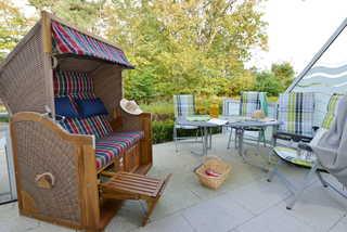 Strandküken Terrasse mit Relaxmöbeln und Strandkorb