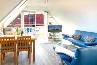 Ostseeauszeit Ferienwohnung Wohn - u. Essbereich mit überdachter Terrasse