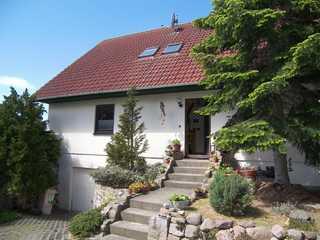Ferienwohnung Gilgenast in ruhiger Lage Eingang zum Haus