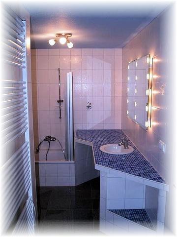 2 Badezimmer mit Dusche zus. 1x mit Wanne 2x WC