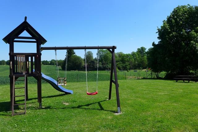 Spielturm mit Rutsche & 2 Schaukeln