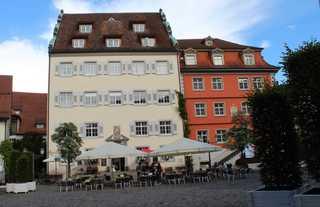 Wohnen am Schlossplatz Das geschichtsträchtige Rodt'sche Palais (links...