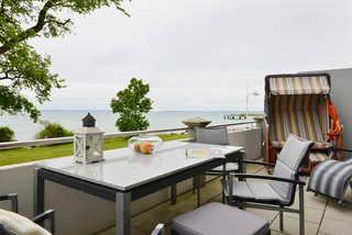 Silbermöwe Terrasse mit Strandkorb und Gartenmöbeln
