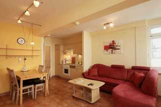 Ferienwohnung 9RB33 Bernstein, Residenz am Kluenderberg Wohn- und Essbereich
