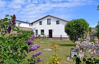 Baaber Ferienwohnungen zwischen Bodden und Ostseestrand Baaber Ferienwohnungen mit Terrasse