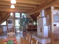 Adlerhorst-Hunsrück Blick vom Esstisch in die gemütliche Couchecke