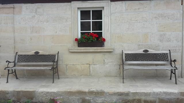 Typisch fränkisch mit Bank vorm Haus