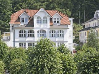 Villa Li F 546 WG 01 im EG mit Strandkorb auf Terrasse Villa Li im Ostseebad Sellin