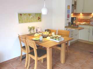 Ferienwohnung Strandläuferin Essbereich mit offener Küche