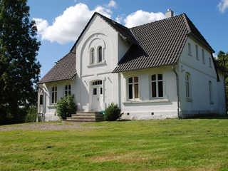Gutshaus Glowitz F 800 idyllische Lage mit riesigem Garten Gutshaus Glowitz in Glowitz Hausansicht