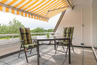 Ferienwohnung Saphir Ferienwohnung Saphir Balkon mit Tisch und Stühlen