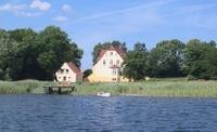 Gutshaus Grubnow Ferienwohnungen Rügen Ansicht vom Wasser