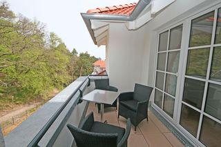 F.01 Haus Meeresblick A 4.01 Strandkorb mit Balkon bestuhlter Balkon