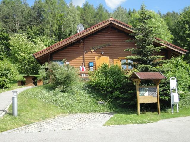 Das Rezeptionsgebäude mit Sauna u. Massageraum