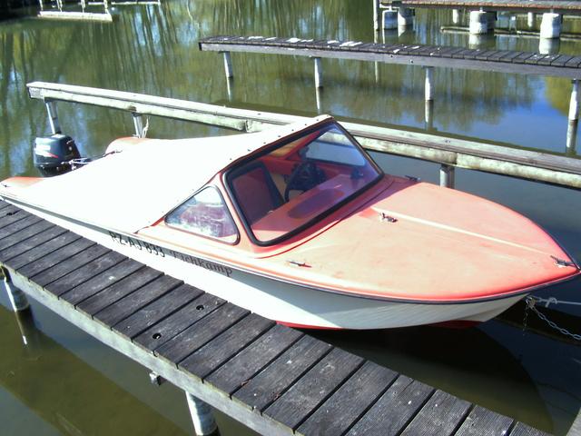 führerscheinfreies Motorboot mit 4-takt Motor