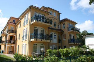 Z: Kurparkresidenz Baabe Whg. 05 Meeresgarten mit Terrasse Objektansicht