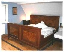 Schlafzimmer, antik eingerichtet