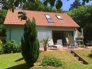 Ferienhaus Dr. Karin Hübener Hausansicht mit Terrasse