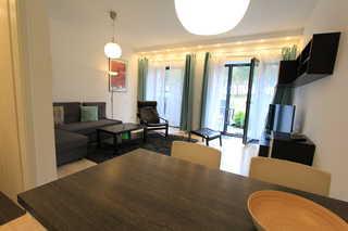 Strandresidenz Appartement Krickente A05 in Prora Essbereich mit Blick ins Wohnzimmer