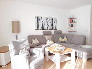 Katharina Whg 107 2 Raum mit Balkon Couch