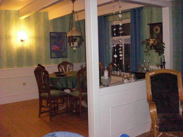 Der gemütliche Essbereich im Wohnzimmer